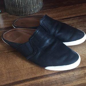 Frye black leather slides slip on 6.5